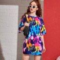 Многоцветные футболки женские